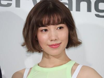 仲里依紗、30歳目前の美しい腹筋を披露「自己満写真とりました」(クランクイン!)