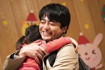 山田孝之、笑顔全開!重松清『ステップ』映画化で、娘を見守るシングルファザー役に(Movie Walker)