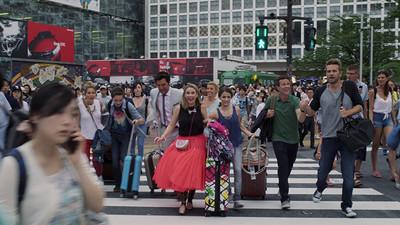 『フラーハウス』日本での場面写真公開 タナー家が渋谷やピューロランドへ(CINRA.NET)